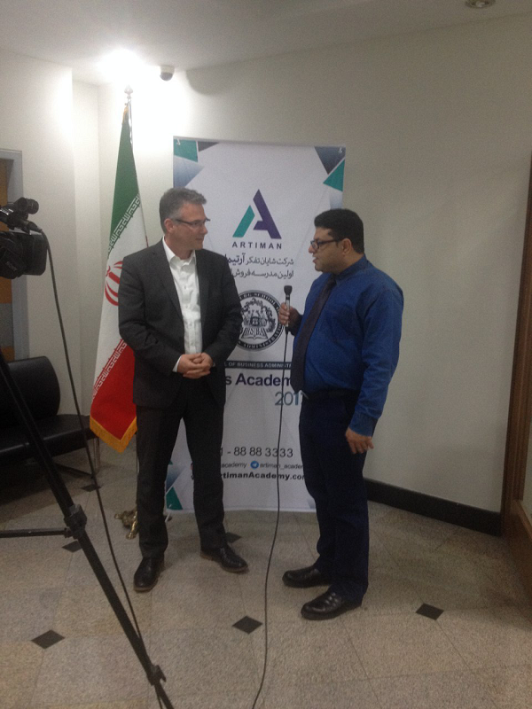 ترجمه همزمان اولین دوره مدرسه فروش ایران توسط دانشگاه هامبورگ آلمان