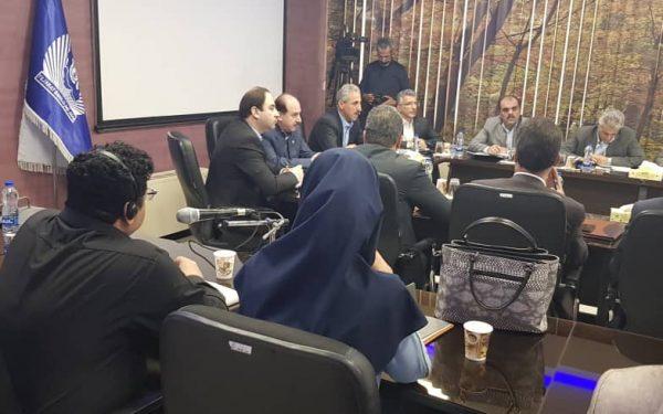 دکتر وحید طائب نیا مترجم همزمان همایش روشهای نوین بانکداری